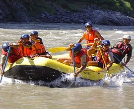 RIVER RAFTING IN GANGES